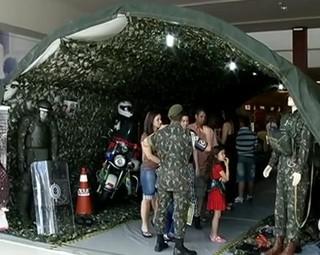 Exposição em Resende mostrou peças do Exército Brasileiro (Foto: Reprodução RJTV 2ª Edição)
