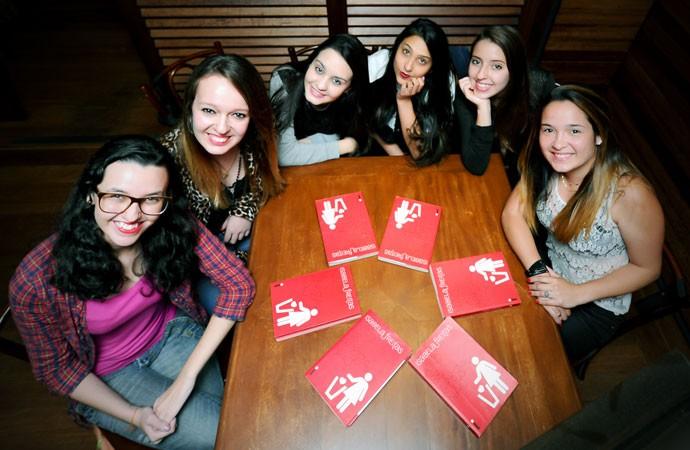 Encontro das Bebeletes, a partir da esquerda, em sentido horário: Isabella Prado, 20; Marcela Manjack, 18; Stephani, 17; Natália Ramos, 14; Rafaélla Mantovani, 15; e Janaina Capel