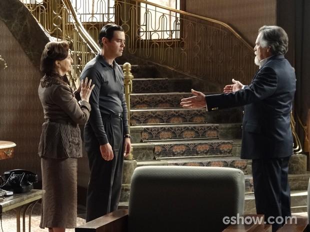 Será que Manfred vai cair no teatrinho de Ernest? (Foto: Joia Rara/TV Globo)