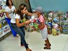 'Madrinhas' batizam crianças com câncer com nomes de super-heróis