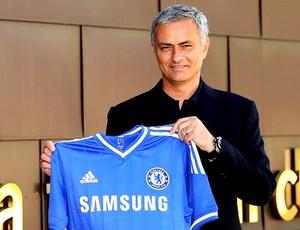 José Mourinho camisa Chelsea (Foto: Divulgação / Site Oficial do Chelsea)