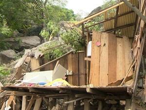 Casa foi destruída com deslizamento no Morro da Boa Vista, em Vila Velha (Foto: Reprodução/ TV Gazeta)