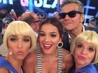 Fernanda Lima se diverte em selfies com jurados do Amor & Sexo