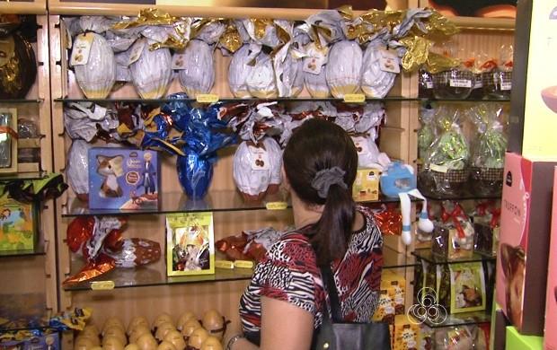 Pessoas movimentam lojas de doces (Foto: Bom Dia Amazônia)
