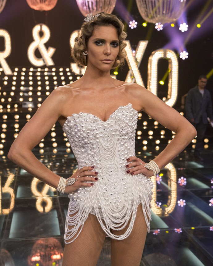 Fernanda Lima dica com look todo feito de pérolas (Foto: Felipe Monteiro/Gshow)