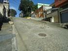Buracos prejudicam trânsito em rua de Cariacica, reclama moradora