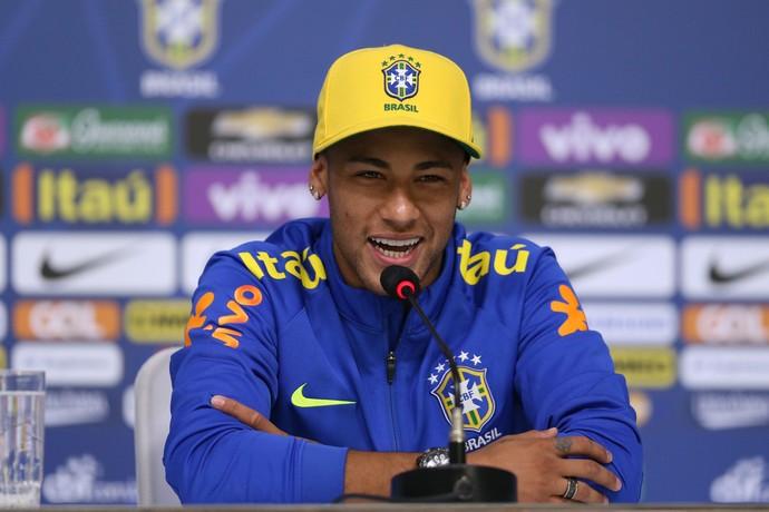 Neymar sorri entrevista coletiva seleção brasileira olímpica (Foto: Lucas Figueiredo/MoWA Press)