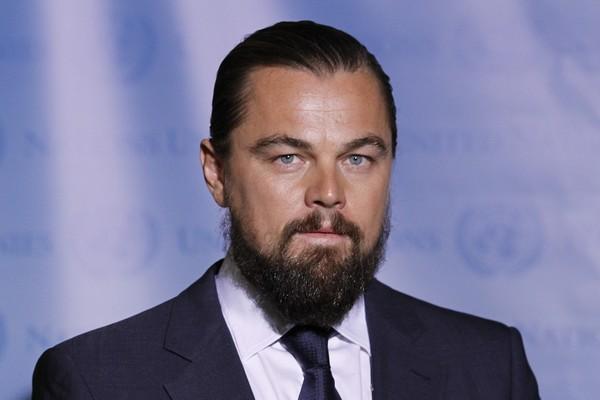Leo, é você? O ator recentemente anda deixando a barba crescer... Tomara que seja só para um papel!  (Foto: Getty Images)