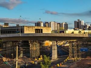 Viaduto da Sefaz está recebendo reforços nos pilares. (Foto: Chico Valdiner / GCom-MT)