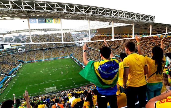 torcida Braisl x Croácia na Arena Corinthians (Foto: AP)