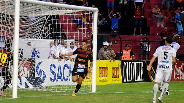 cicinho sport x porto (Foto: Aldo Carneiro / Pernambuco Press)
