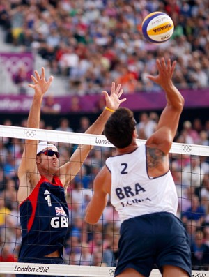 Ricardo e Pedro Cunha x Steve Grotowski vôlei de praia londres 2012 olimpiadas (Foto: Reuters)