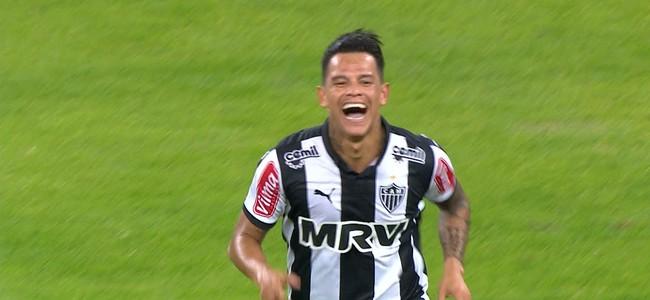 Giovanni Augusto comemora gol do Atlético-MG (Foto: Reprodução / Premiere)