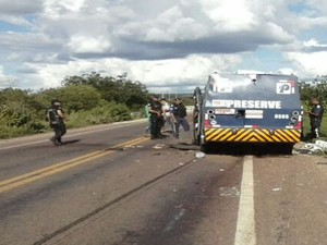 Foram levados cerca de R$ 2 milhões de carro-forte no Sertão de PE, diz PRF (Foto: Divulgação / PRF)