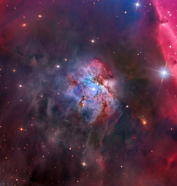 Sobre a constelação de Orion, localizada a 1467 anos luz da Terra, existe a emissão e reflexo da nebula NGC 2023 (Foto: Warren Keller/Reprodução)