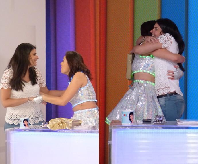 A assistente de estúdio Ágata apareceu para dar parabéns para Monica Iozzi (Foto: Cristina Cople / Gshow)