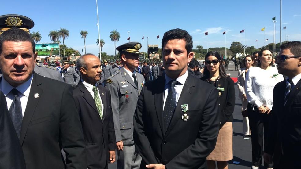 Juiz Sérgio Moro foi condecorado pelo Exército em cerimônia em Brasília (Foto: Gustavo Aguiar/G1)