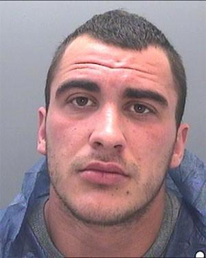 Corey Davies, de 20 anos, foi condenado pela morte de sua irmã e de seu cunhado em acidente (Foto: Divulgação/South Wales Police)