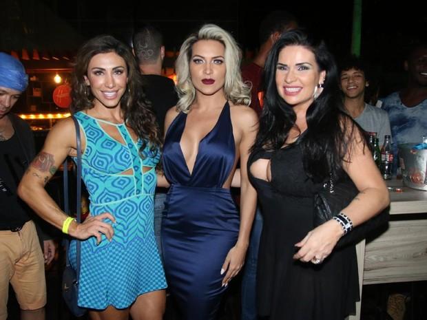 Ex-BBB Jaque Khury, Dani Vieira e Solange Gomes em festa na Zona Oeste do Rio (Foto: Daniel Pinheiro/ Ag. News)