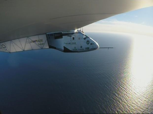 Solar Impulse 2 voltou a 'se carregar' com a energia solar na manhã desta terça (Foto: Handout / Solar Impulse 2 / AFP)