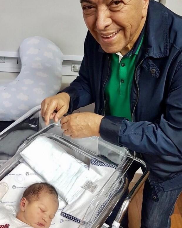 Maurício de Souza e o quarto bisneto (Foto: Reprodução/Instagram)