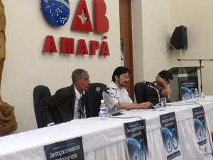 Ex-prefeito de Amapá Leonel Nascimeto (à esquerda) em depoimento na Comissão Estadual da Verdade (Foto: Abinoan Santiago/G1)