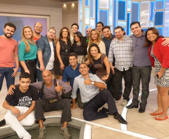 Convidados posam com Fátima no palco do 'Encontro' (Foto: Viviane Figueiredo Neto/ Gshow)