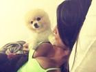 Mari Gonzalez posa decotada para selfie e exibe marquinha