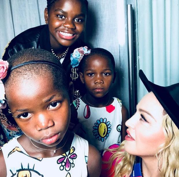 Madonna com as filhas, Mercy, Esther e Stella (Foto: Reprodução)