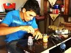 Empresário se impressiona com inventor e o contrata para empresa