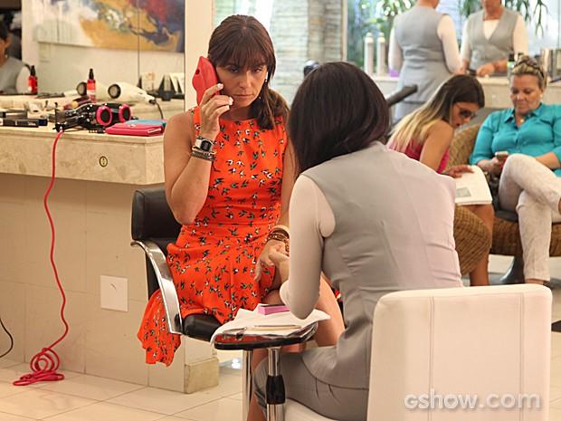 Clara adotou o modelo em formato de boca, que é um luxo! (Foto: Carol Caminha / TV Globo)