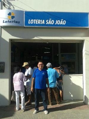 Antônio José Borges da Silva, proprietário da casa lotérica São João, onde foi registrada a aposta vencedora da Mega-Sena. (Foto: Itana Carvalho/ Arquivo Pessoal)