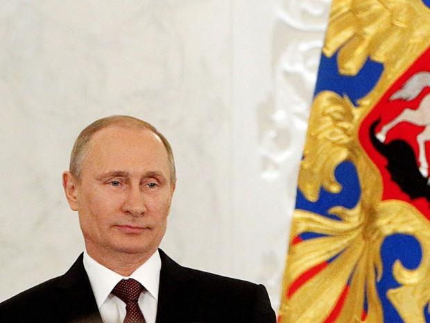 O presidente russo, Vladimir Putin fala sobre a situação da Crimeia no Kremlin em Moscou  (Foto: Maxim Shemetov/Reuters)