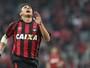 Vinicius diz ter sofrido ameaça e faz queixa contra dirigentes do Atlético-PR
