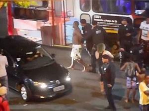 Agressão da guarda municipal no centro de Salvador (Foto: Reprodução/TV Bahia)