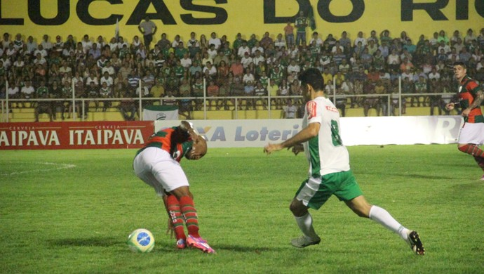 Luverdense e Portuguesa no Estádio Passo das Emas (Foto: Assessoria/Luverdense Esporte Clube)