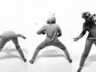 Miley Cyrus faz dancinha divertida vestida com 'pijamão'