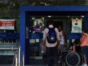Agências grevistas mantêm apenas o autoatendimento funcionando a partir desta terça (6) (Foto: Rodrigo Pires / TV Globo)