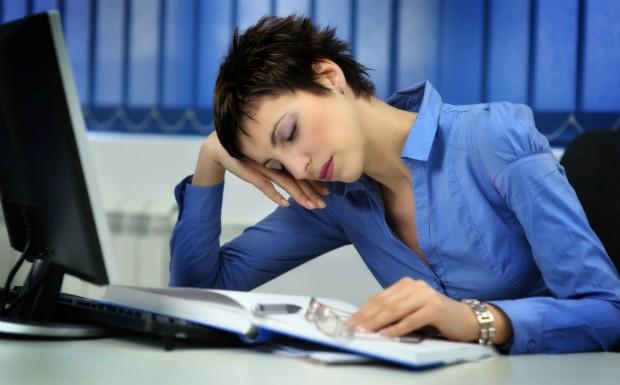 O excesso de carboidratos e sobremesas com acar no almoo pode ser causa da sua sonolncia no trabalho (Foto: Getty Images)