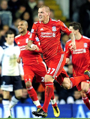 Martin Skrtel comemora gol do Liverpool contra o Tottenham (Foto: Getty Images)