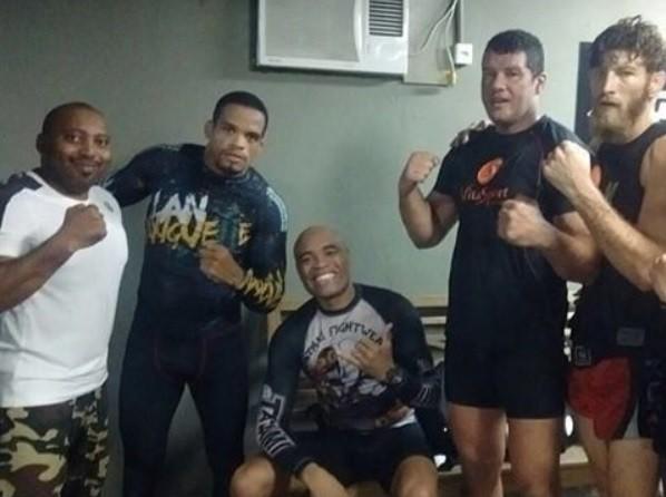 BLOG: Duas semanas após cirurgia, Anderson Silva volta a treinar no Rio de Janeiro