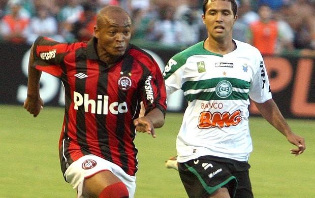 Marcos Pimentel Davi Atlético-PR x Coritiba (Foto: Ag. Estado)