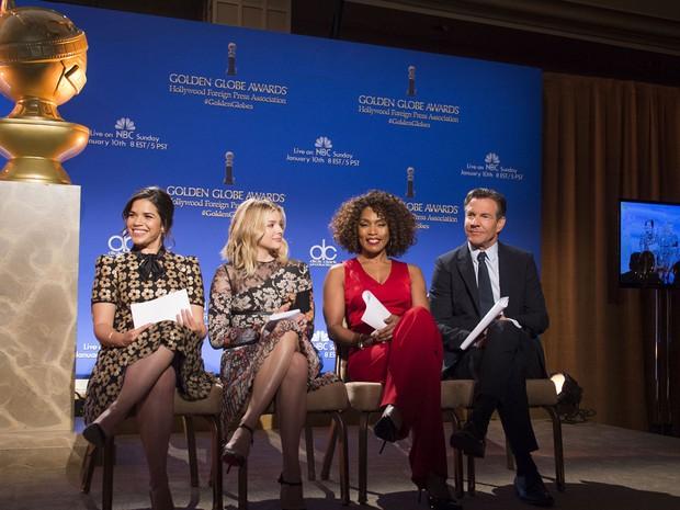 Anúncio dos indicados ao Globo de Ouro 2015 nesta quinta-feira (a partir da esquerda): America Ferrera, Chlöe Grace Moretz, Angela Bassett e Dennis Quaid (Foto: Valerie Macon/AFP)