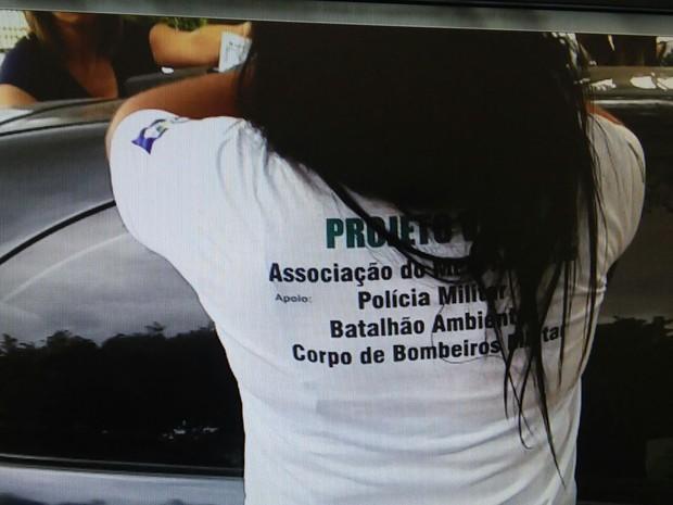 Elas usavam camisetas com nome de ONG e brasão do governo de Mato Grosso (Foto: Polícia Civil/ MT)