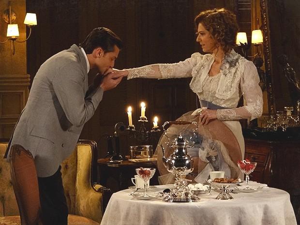 Umberto se desmancha em elogios à ex-baronesa Constância (Foto: Lado a Lado / TV Globo)