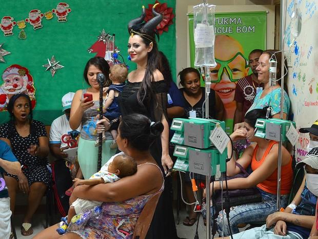 Personagens fizeram a alegria das crianças no Hospital das Clínicas em Ribeirão Preto, SP (Foto: Tainá Manna/G1)