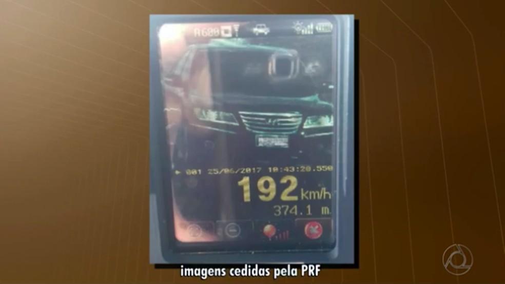 Carro foi flagrado a 192 km/h na cidade de Patos, no Sertão da Paraíba (Foto: Reprodução/TV Cabo Branco)