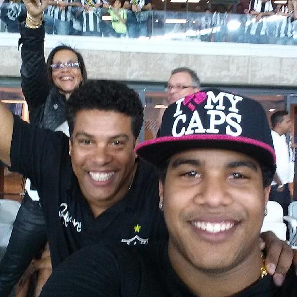 Assis, irmão de Ronaldinho, e Diego, sobrinho do jogador (Foto: Reprodução/Instagram)
