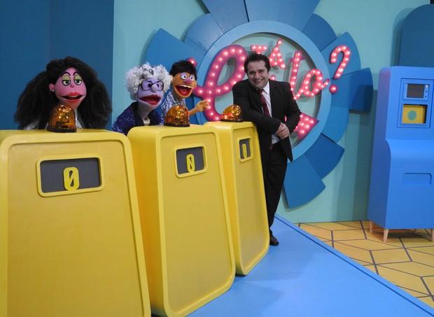 Warley Santana e os bonecos no estúdio do programa Tá certo? (Foto: Divulgação / TV Cultura)