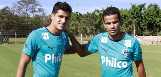 Léo Veloso e Bruno Mineiro, jogadores do Goiás (Foto: Rosiron Rodrigues/Goiás E.C.)